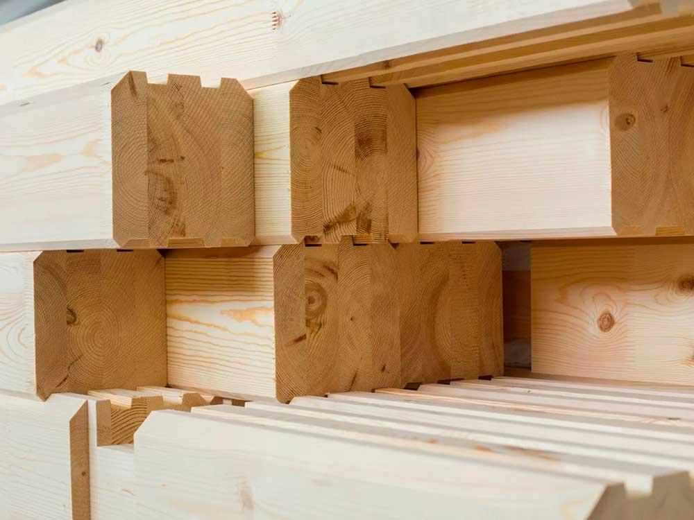 Строительная компания строит дома из бруса